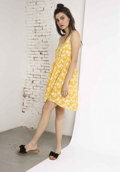 l-appartamento-rimini-compania-fantastica-abito-dress-flowers-fiori-fantasia-giallo-yellow-2