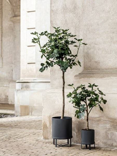 l-appartamento-rimini-ferm-living-bau-pot-light-grey-vase-plant-stand-holder-danish-design-1