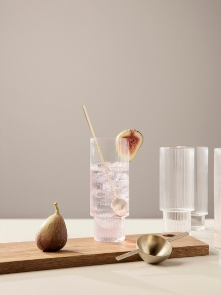 l-appartamento-rimini-ferm-living-carafe-ripple-long-drink-glass-biccheri-glasses-kitchen-danish-design