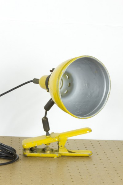 l-appartamento-rimini-furnitures-vintage-arredamento-lampada-lamp-industriale-applique-faretto-yellow