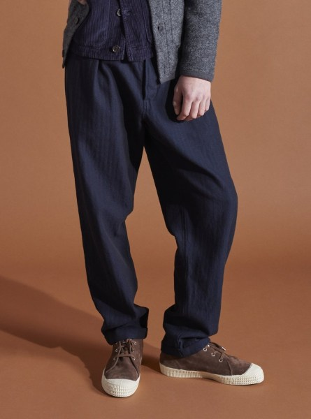 l-appartamento-rimini-universal-works-herringbone-pleated-navy-denim-blu-indigo-pants